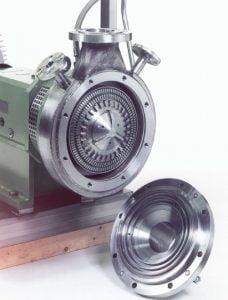 Nahaufnahme eines aufgeklappten Rotor-Statorsystems. Gut sichtbar sind die Kammerwerkzeuge des Rotors.