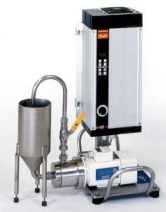 Labormaschine CAVITRON CD1000 mit kleinem Behälter und Frequenzumrichter.